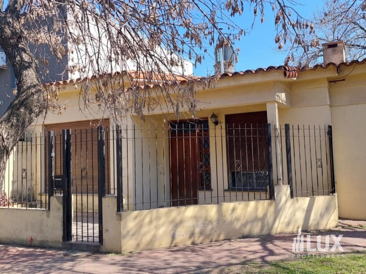Venta casa 3/4 dormitorios en esquina Donado 295 oportunidad comercial - Fisherton