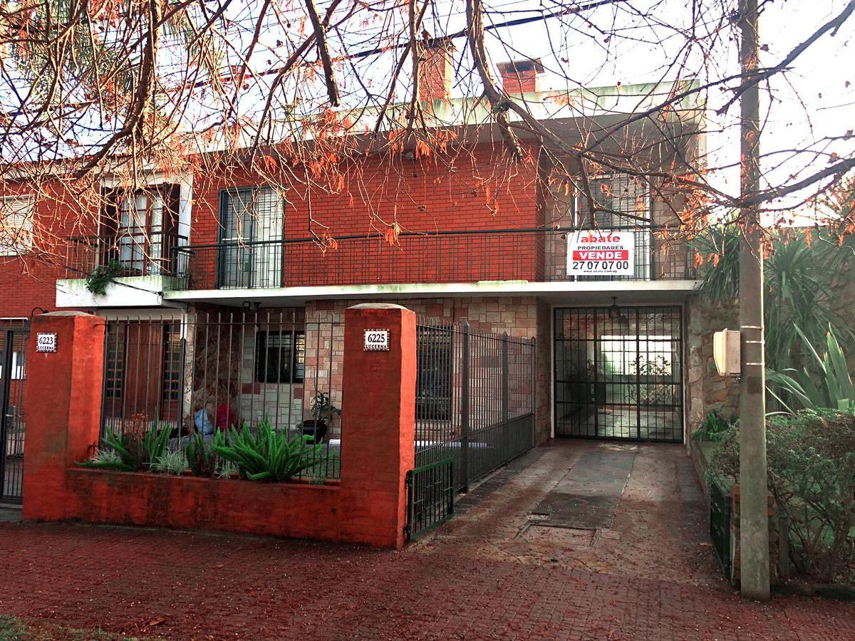 Foto Casa en Venta en  Carrasco ,  Montevideo  Lucerna y Beyrouth