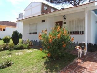 Foto Casa en Venta    en  Villa Gesell ,  Costa Atlantica  2 4323