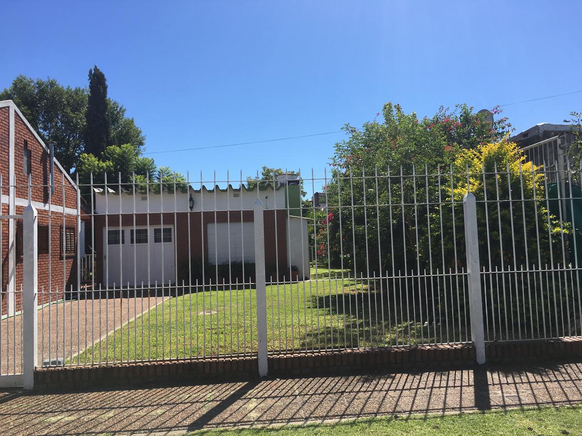 Foto Casa en Venta en  Rafael Calzada,  Almirante Brown  ILLIA al 2431