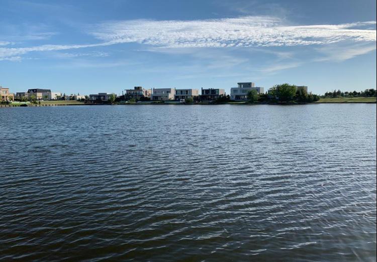 Foto Casa en Venta en  Las Tipas,  Nordelta  Nordelta venta de casa al Lago en Las Tipas !!