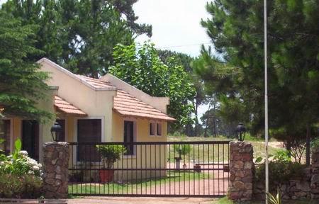 Foto Terreno en Venta en  Cantegril,  Punta del Este  Terreno En Venta en Barrio Privado de Punta del Este