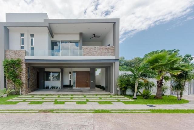 Foto Casa en Venta en  Solidaridad ,  Quintana Roo  ESPECTACULAR CASA EN ALTA ZONA DE PLUSVALIA EN PLAYA DEL CARMEM | 3 HAB| ALBERCA CON CASCADA