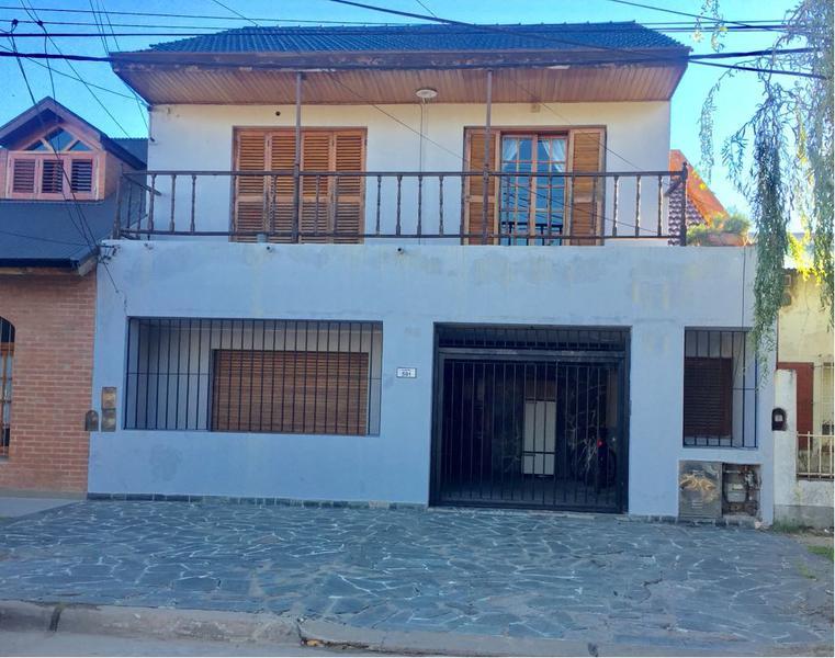 Foto Casa en Venta |  en  Campana ,  G.B.A. Zona Norte  Alberti al 500  PLANTA ALTA