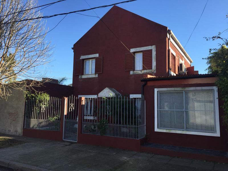 Foto Casa en Venta |  en  Campana,  Campana  Comelli 55
