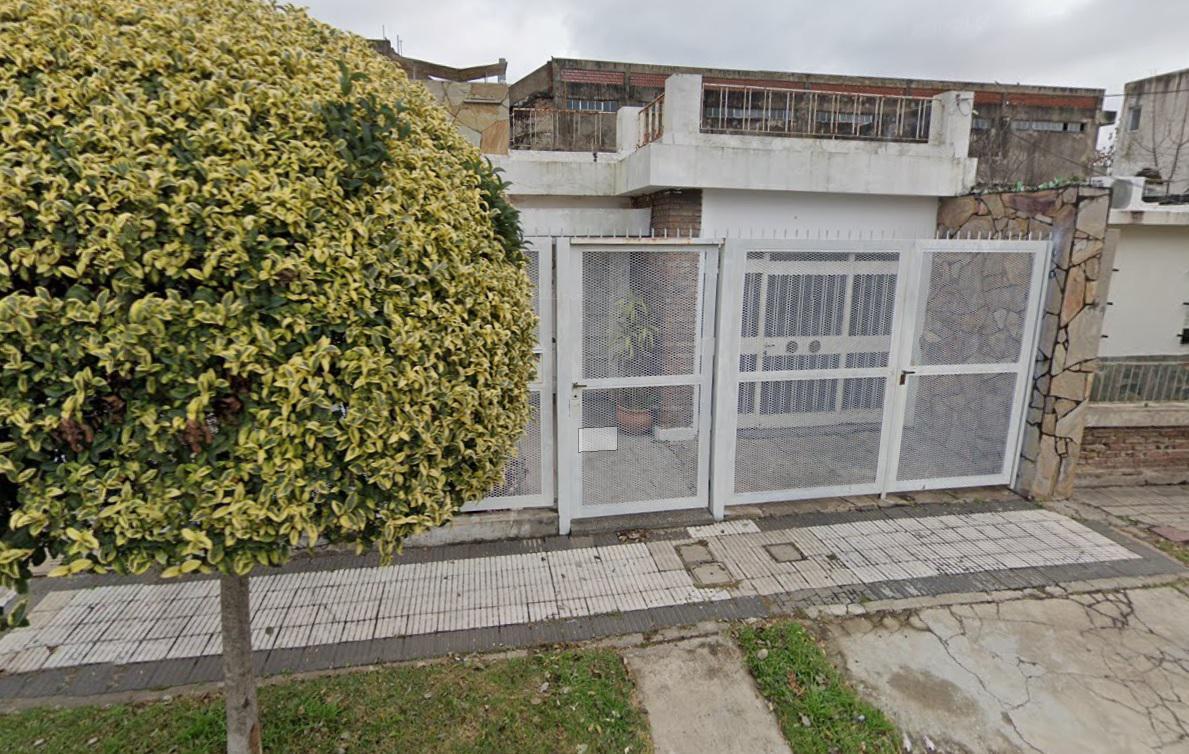 Foto Casa en Venta en  Rosario ,  Santa Fe  Mont Cenis al 4200