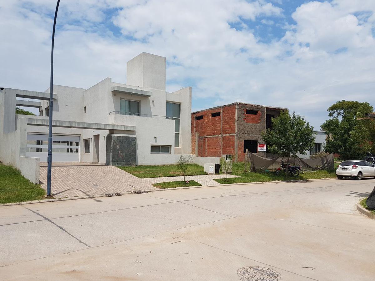 Foto Casa en Venta |  en  Altos de Manantiales,  Countries/B.Cerrado  LOTE 7 MZA 27