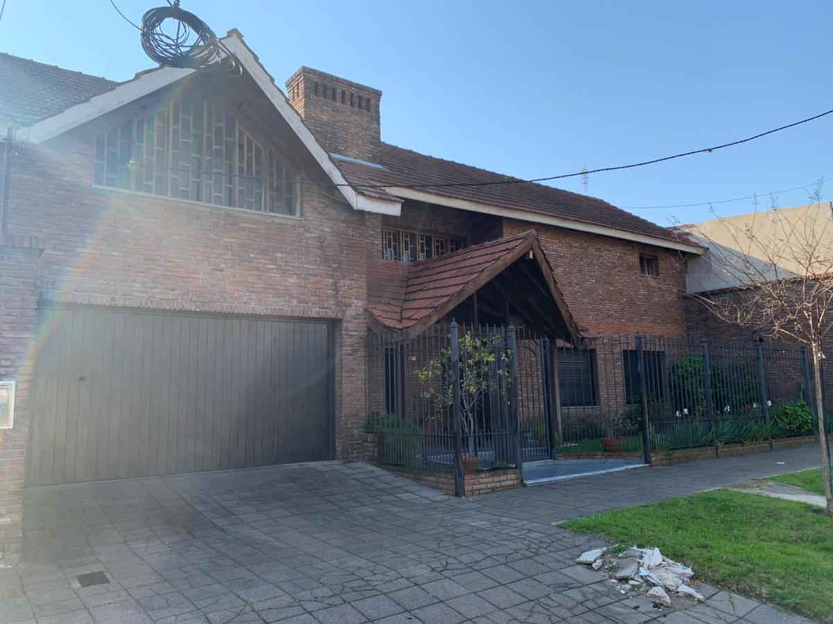 Foto Casa en Venta en  Temperley Este,  Temperley  CARLOS TEJEDOR 910