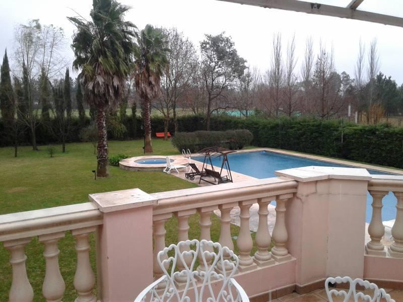 Foto Casa en Alquiler en  Pilar ,  G.B.A. Zona Norte  Alquiler anual casa Pilar 5 dorm con pileta