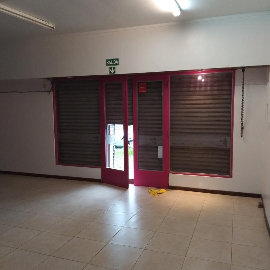 Foto Local en Alquiler en  Manuel B Gonnet,  La Plata  al 500