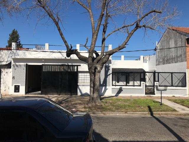 Foto Casa en Alquiler en  Lomas de Zamora Oeste,  Lomas De Zamora  Rivera 1198