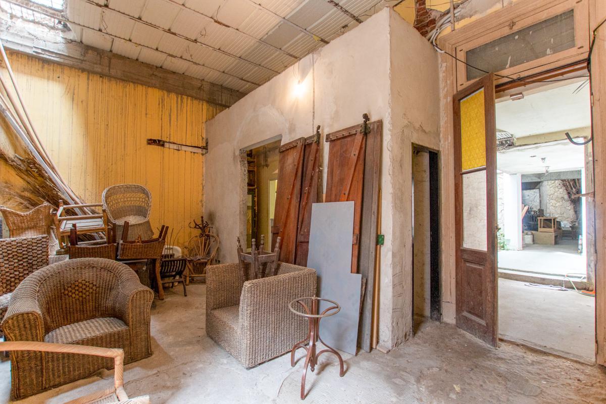 Foto Edificio Comercial en Venta en  Caballito ,  Capital Federal  Espinosa 1528