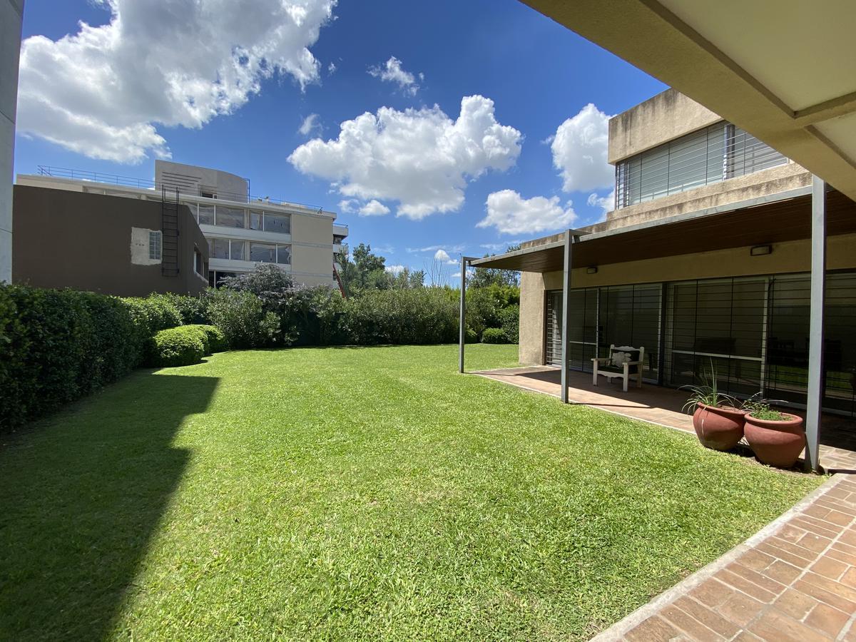 Casa de 3 dormitorios en venta con parrillero -Aldea Fisherton