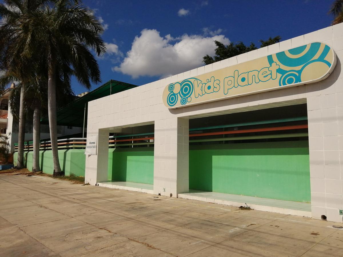 Foto Local en Renta en  México,  Mérida  Local Sobre Avenida En Esquina Zona Norte