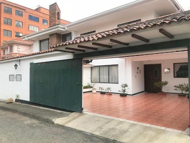 Foto Casa en Venta en  Cuenca ,  Azuay  Calle de Los Olivos