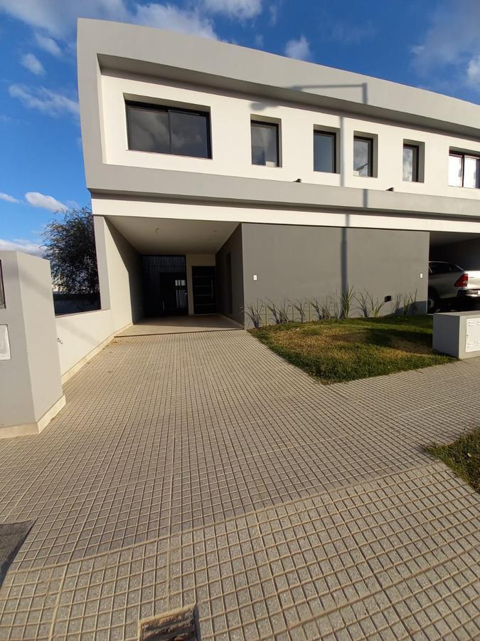Foto Casa en Venta en  Manantiales ,  Cordoba Capital  Miradores de manantiales lote 3 mza 109
