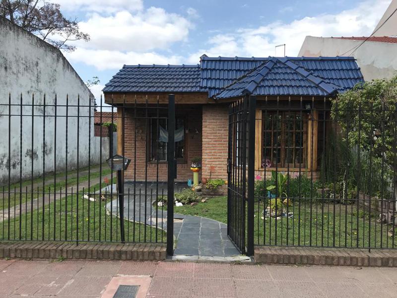Foto Casa en Venta en  Castelar Sur,  Castelar  Casacuberta al 3200