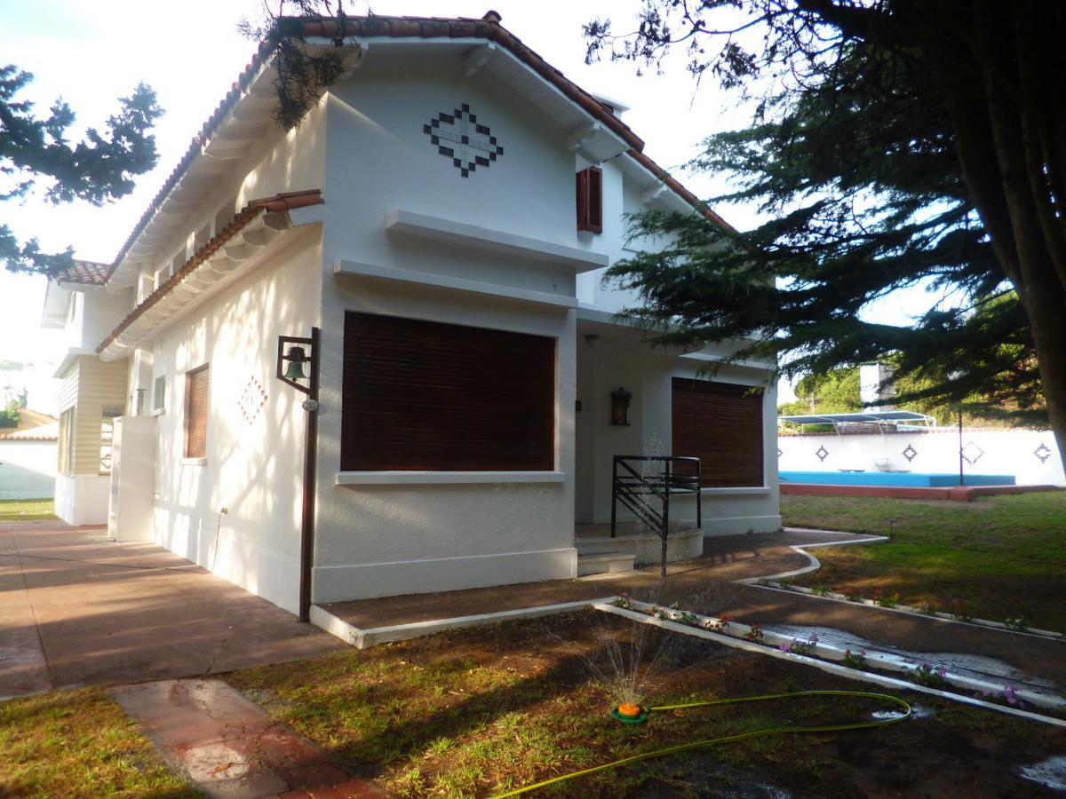 Foto Casa en Venta en  Mar De Ajo ,  Costa Atlantica  Almirante Brown 287