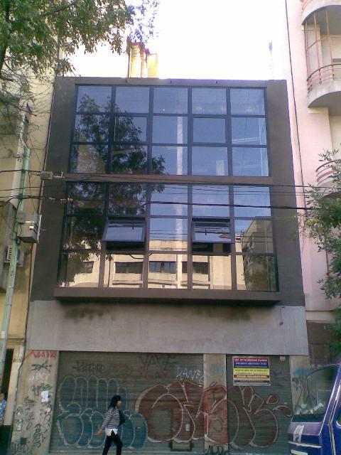 Foto Local en Alquiler en  Caballito ,  Capital Federal  Edificio Comercial con muy Buena Imagen de 450 m² desarrollado en una PB de 8,20 x 22, mas 1º y 2º Piso, Rivadavia 5500, Foco Comercial Caballito.