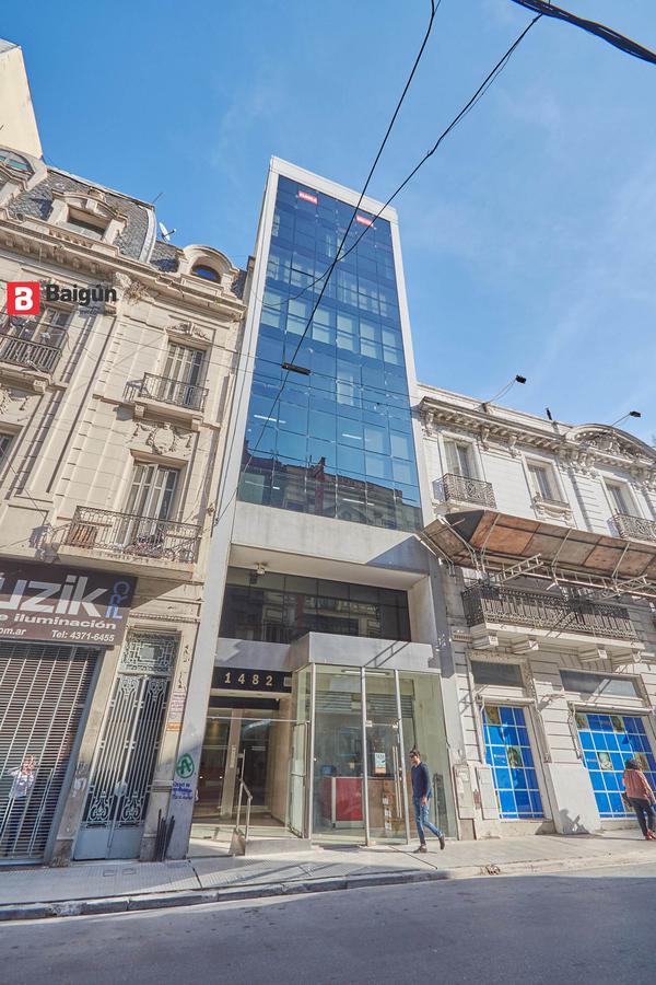 Foto Oficina en Alquiler en  Tribunales,  Centro  Sarmiento al 1400