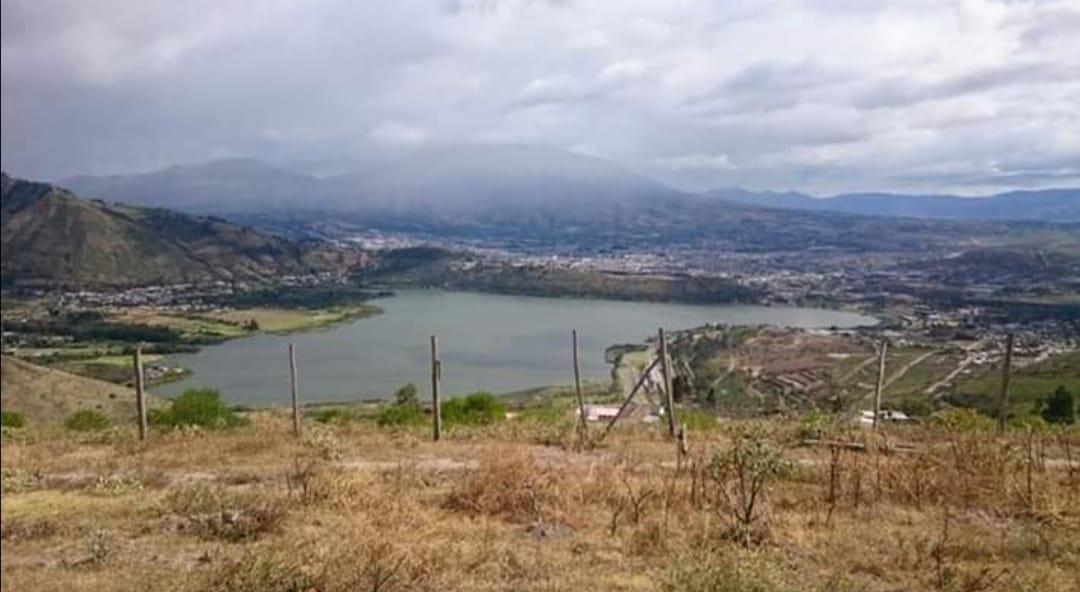 Foto Terreno en Venta en  Norte de Ibarra,  Ibarra  Laguna de Yahuarcocha sector Aloburo Imbabura