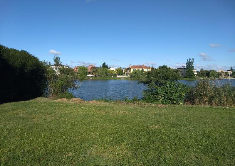 Foto Terreno en Venta en  Nordelta,  Countries/B.Cerrado (Tigre)  Los Castores II venta lote al lago orientación NE