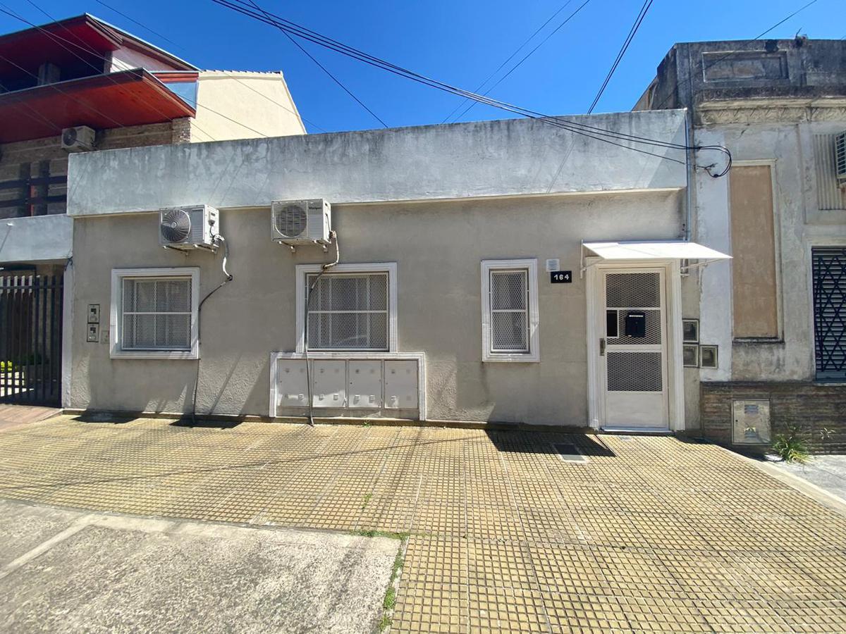 Foto PH en Venta en  Villa Dominico,  Avellaneda  Altonaguirre 164, Villa Dominico
