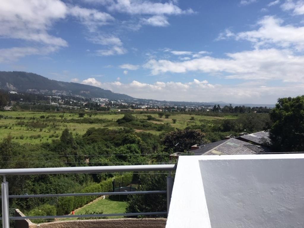 Foto Departamento en Alquiler en  Cumbayá,  Quito  La Primavera, suite con hermosa vista