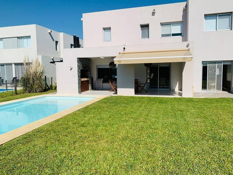 Foto Casa en Venta en  Los Lagos,  Nordelta  Los Lagos al al 100
