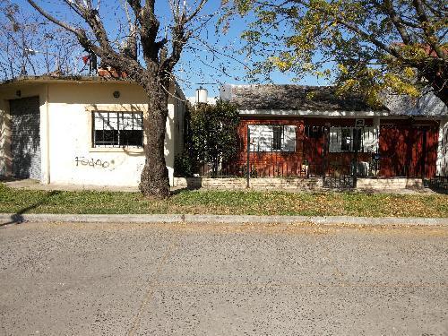 Foto Casa en Venta en  Ezeiza,  Ezeiza  CASTELLI AL al 300