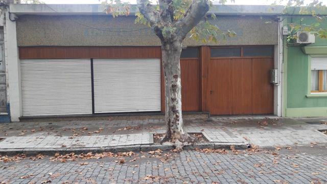 Foto Casa en Venta en  Colonia del Sacramento ,  Colonia  Casa en pleno Centro a pasos de Barrio Histórico