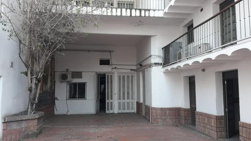 Foto Local en Alquiler en  Centro,  Rosario  Casa institucional - Rioja al 2100