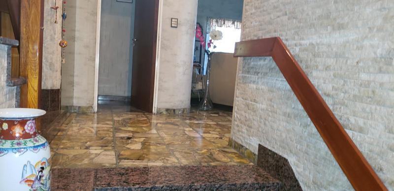 Foto Casa en Venta en  Mataderos ,  Capital Federal  Casa en esquina Artigas al 6700, mataderos residencial, 6 ambientes, casi 280 m cubiertos con garage, local, taller, patio y terraza.