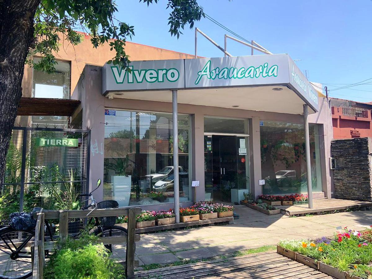Foto Local en Alquiler en  Castelar,  Moron  Sarmiento y San Nicolas