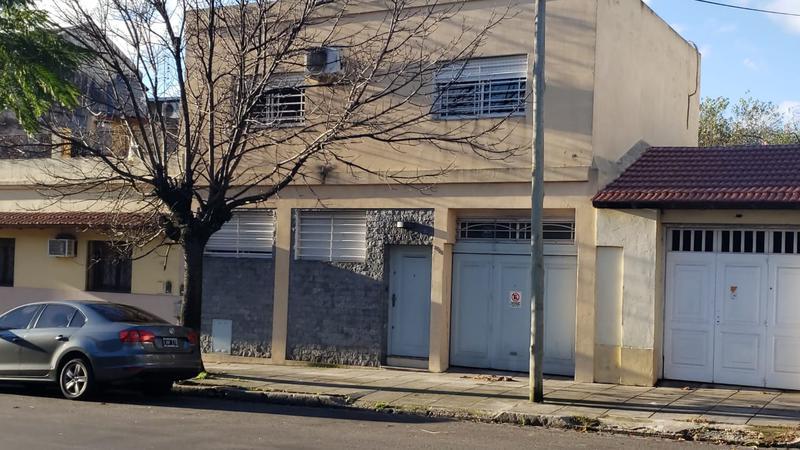 Foto Casa en Venta en  Mataderos ,  Capital Federal  Casa de 4 ambientes, Montiel al 2500, mataderos, sobre lote de 35m. de largo, garage pasante, fondo libre de 20 m.