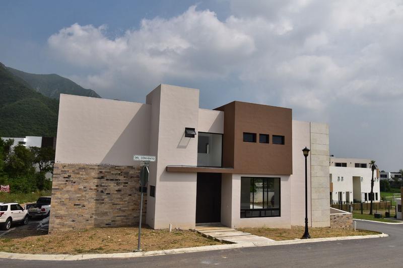 Foto Casa en Venta |  en  Fraccionamiento Santa Isabel,  Monterrey  CASA EN VENTA EN FRACC. SANTA ISABEL - ZONA CARRETERA NACIONAL (LJGC)
