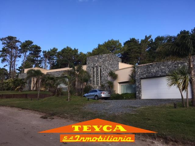Foto Casa en Venta en  Alamos,  Pinamar  Deriva 2120 E/ Goleta Hercules y Alamos