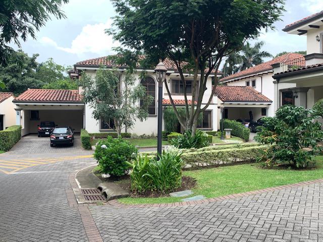Foto Casa en condominio en Venta | Renta en  Santana,  Santa Ana          Santa Ana/ Estilo Española/ Amplia/ 17 casas en total/ $360 CM