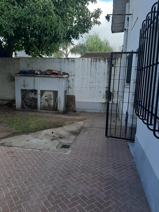 Foto Casa en Venta en  Burzaco Este,  Burzaco  AVDA, ESPORA al 2500