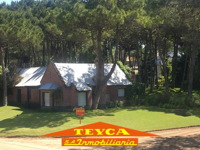 Foto Casa en Alquiler temporario en  Pinamar ,  Costa Atlantica  Penelope Sur 3850