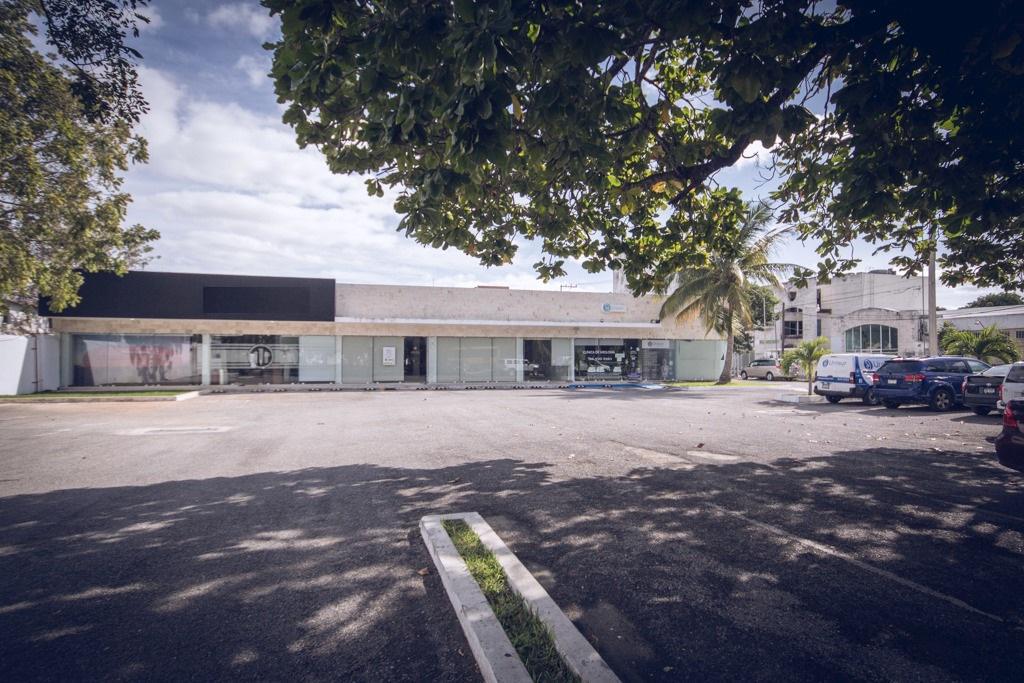 Foto Local en Renta en  Buenavista,  Mérida  Local sobre calle 60 norte a 100 mts de circuito colonias, 180 m², ideal oficinas, local comercial, clínica, laboratorios, amplio estacionamiento.