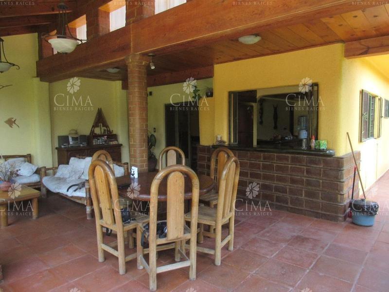Foto Casa en Venta en  Bosques de Cuernavaca,  Cuernavaca  VENTA CASA CON JARDIN Y TERRAZA TECHADA - V144