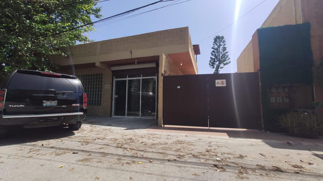 Foto Casa en Venta en  Playa del Carmen,  Solidaridad  Casa en Venta con local comercial