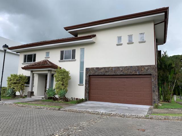 Foto Casa en condominio en Venta | Renta en  Colon,  Mora  Espaciosa/ Electrodomésticos/ Iluminada/3 habitaciones/ Oficina/ Amenidades
