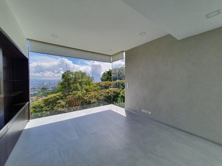 Foto Casa en Venta en  Escazu ,  San José  Escazú/ Piscina Interna / 3855 m2 terreno / Vista Espectacular