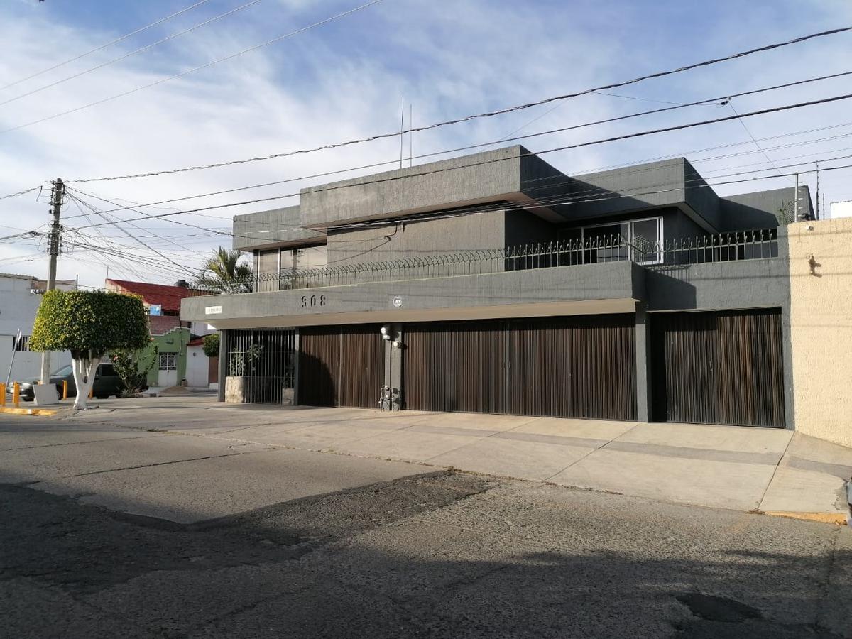 Foto Casa en Renta en  Arbide,  León  Casa en RENTA ideal para uso comercial como oficina, escuela, despacho, etc.