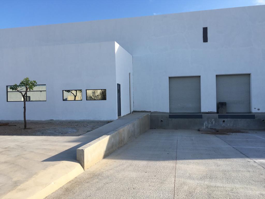 Foto Bodega Industrial en Renta en  Pueblo Tixcacal Opichen,  Mérida  Bodega Industrial con 2 andenes de descarga propios, 63 m² de oficinas, 1/2 baño y un baño completo,  acceso por el Periférico Poniente