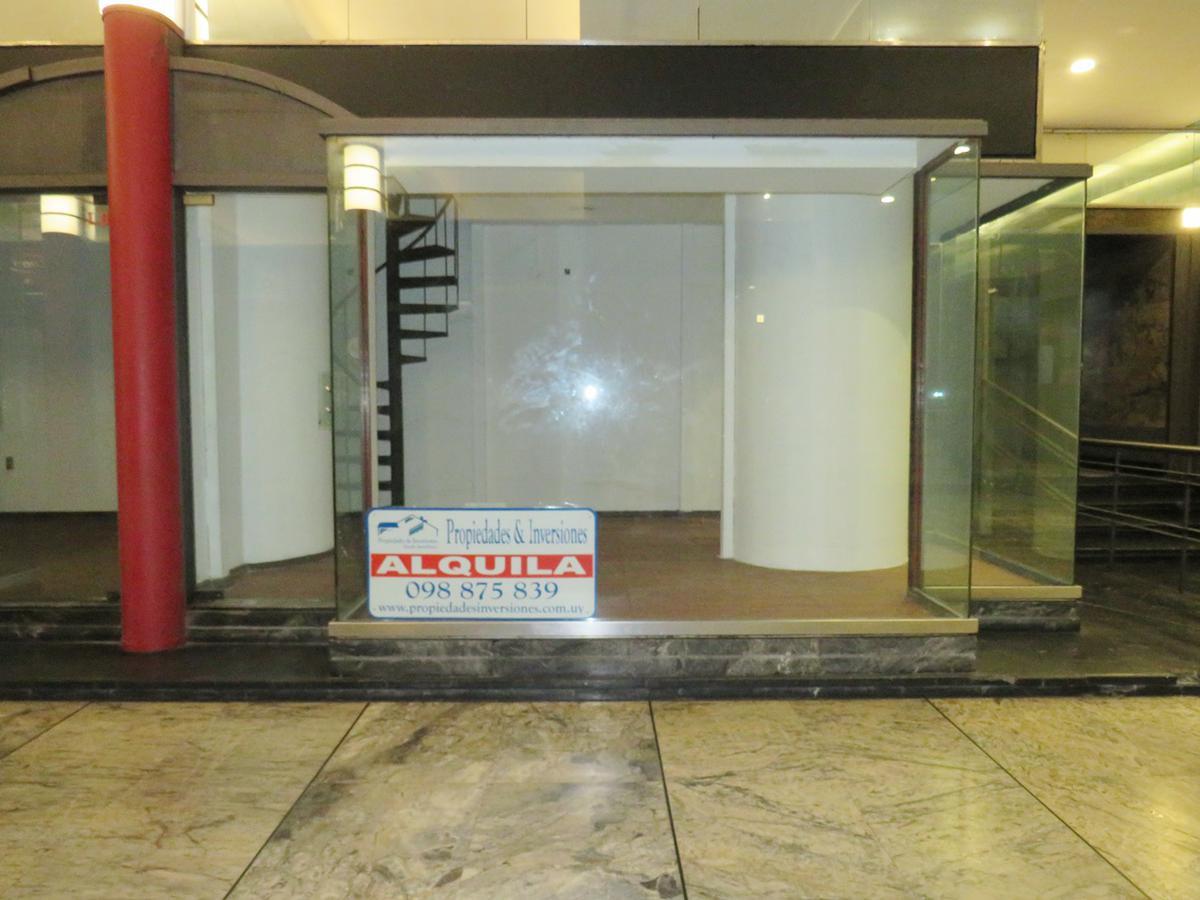 Foto Local en Alquiler en  Centro (Montevideo),  Montevideo  18 de Julio al 900