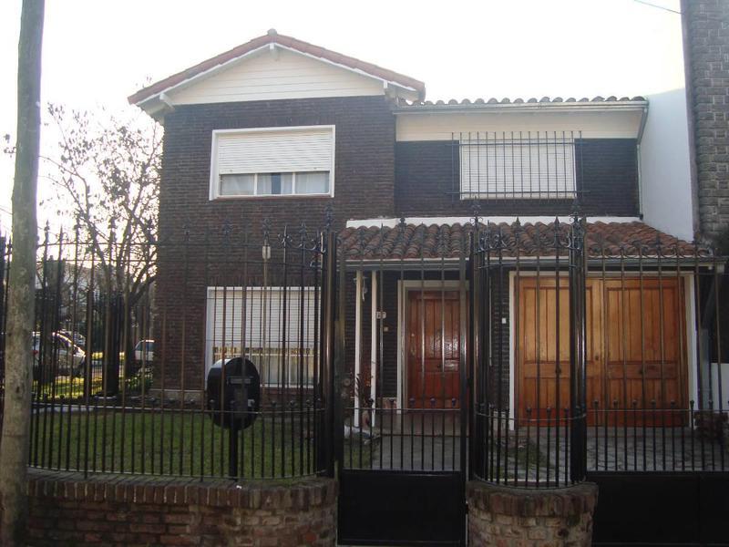 Foto Casa en Venta en  Adrogue,  Almirante Brown  J.de La Peña 687