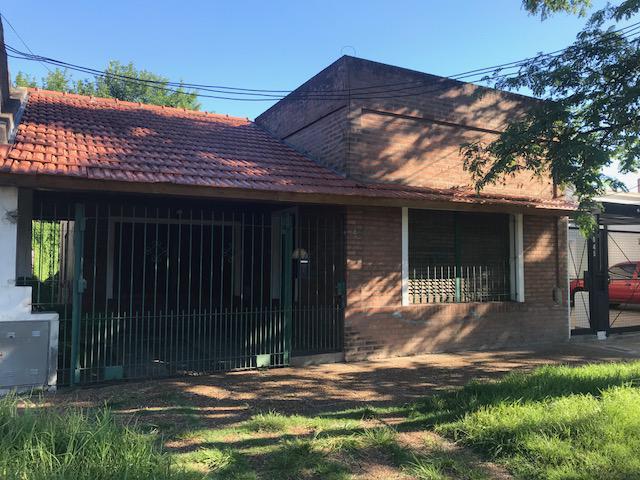 Foto Casa en Alquiler | Venta en  Banfield Este,  Banfield  Matheu 847